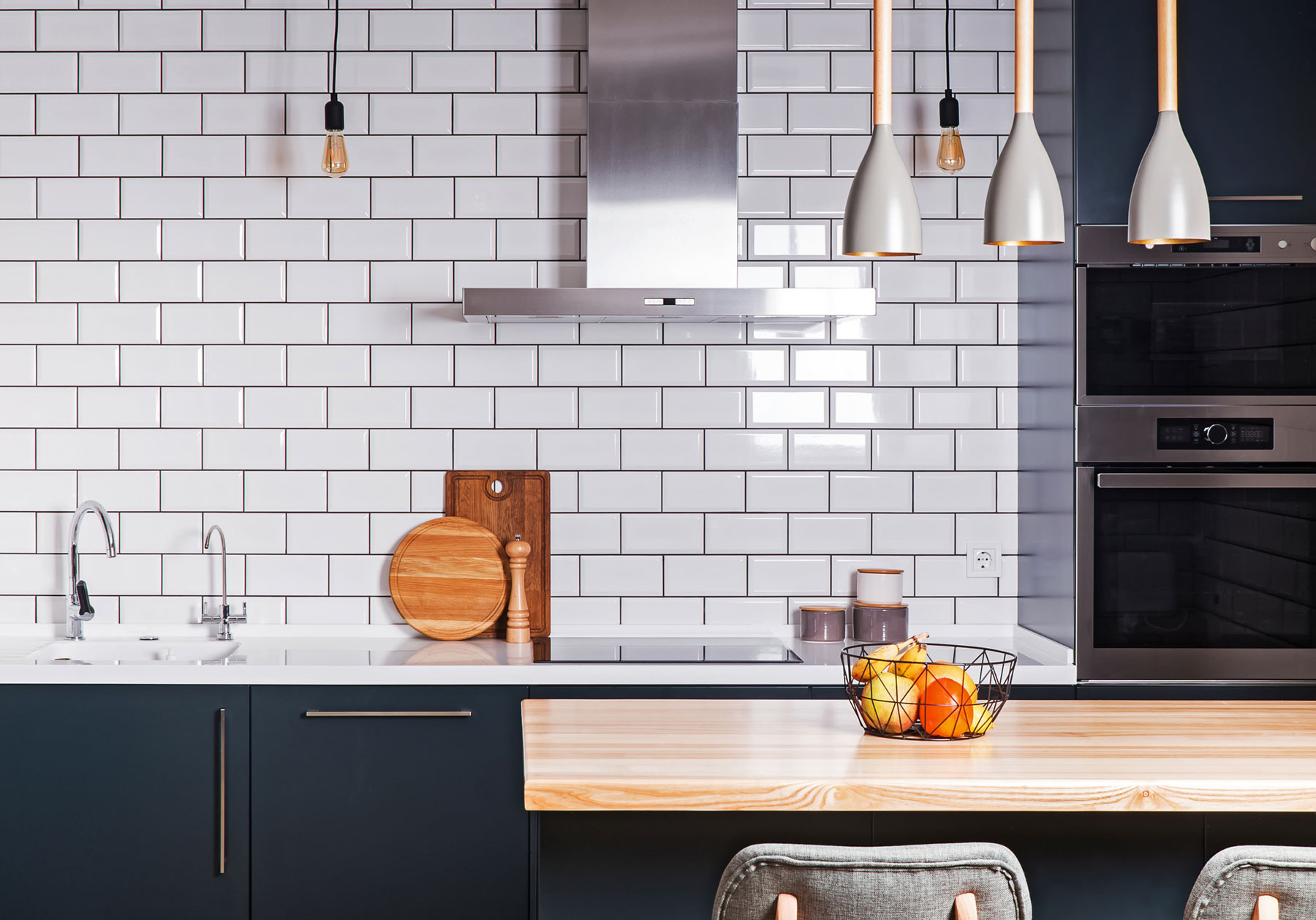 Backsplash tile ideas - Kitchen with subway tile backsplash