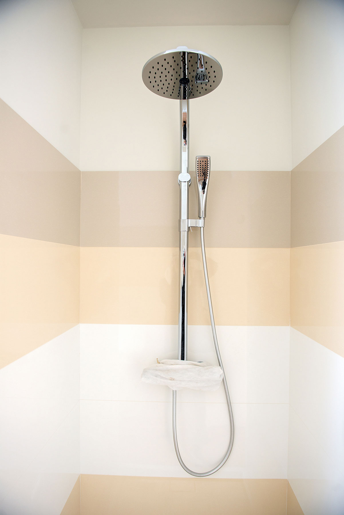 Proof You Should Hop On The Exposed Pipe Shower Trend Asap