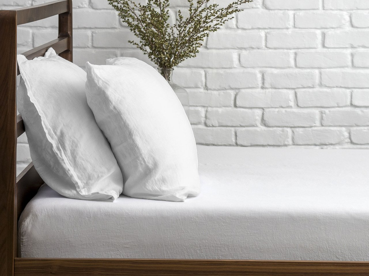Parachute Cooling Linen Fitted Sheet on wooden bed