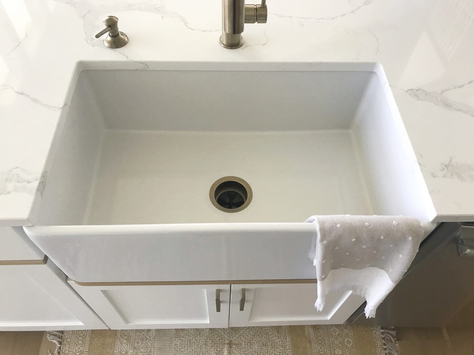 Things Nobody Tells You About Getting A Farmhouse Sink | Real Simple