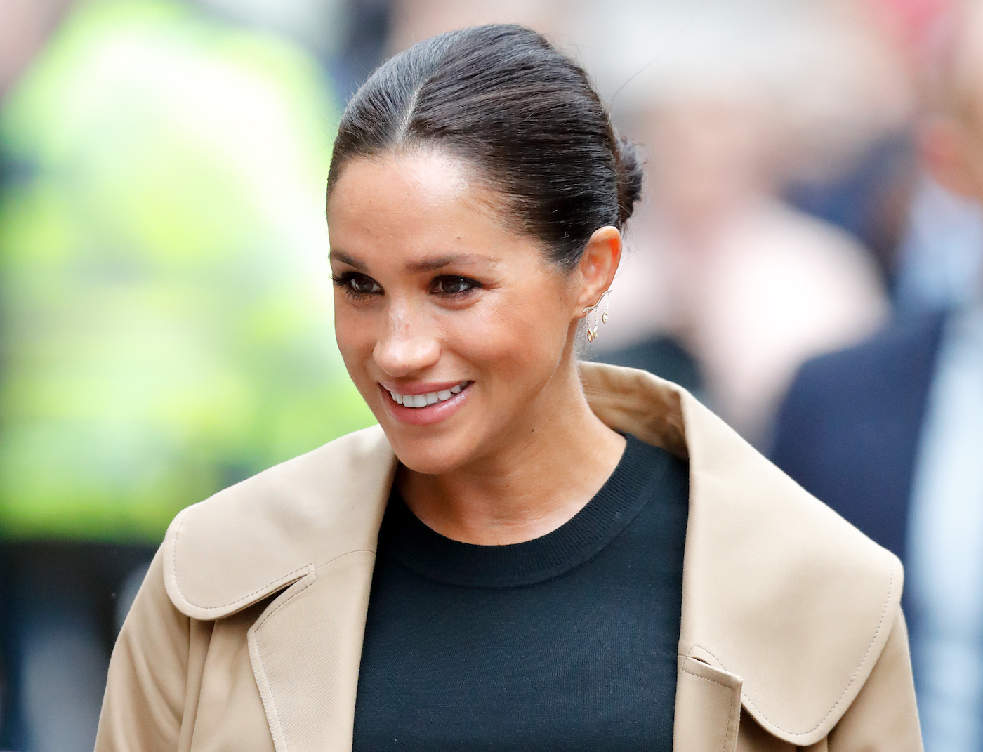 Meghan Markle wearing gold Kimai earrings