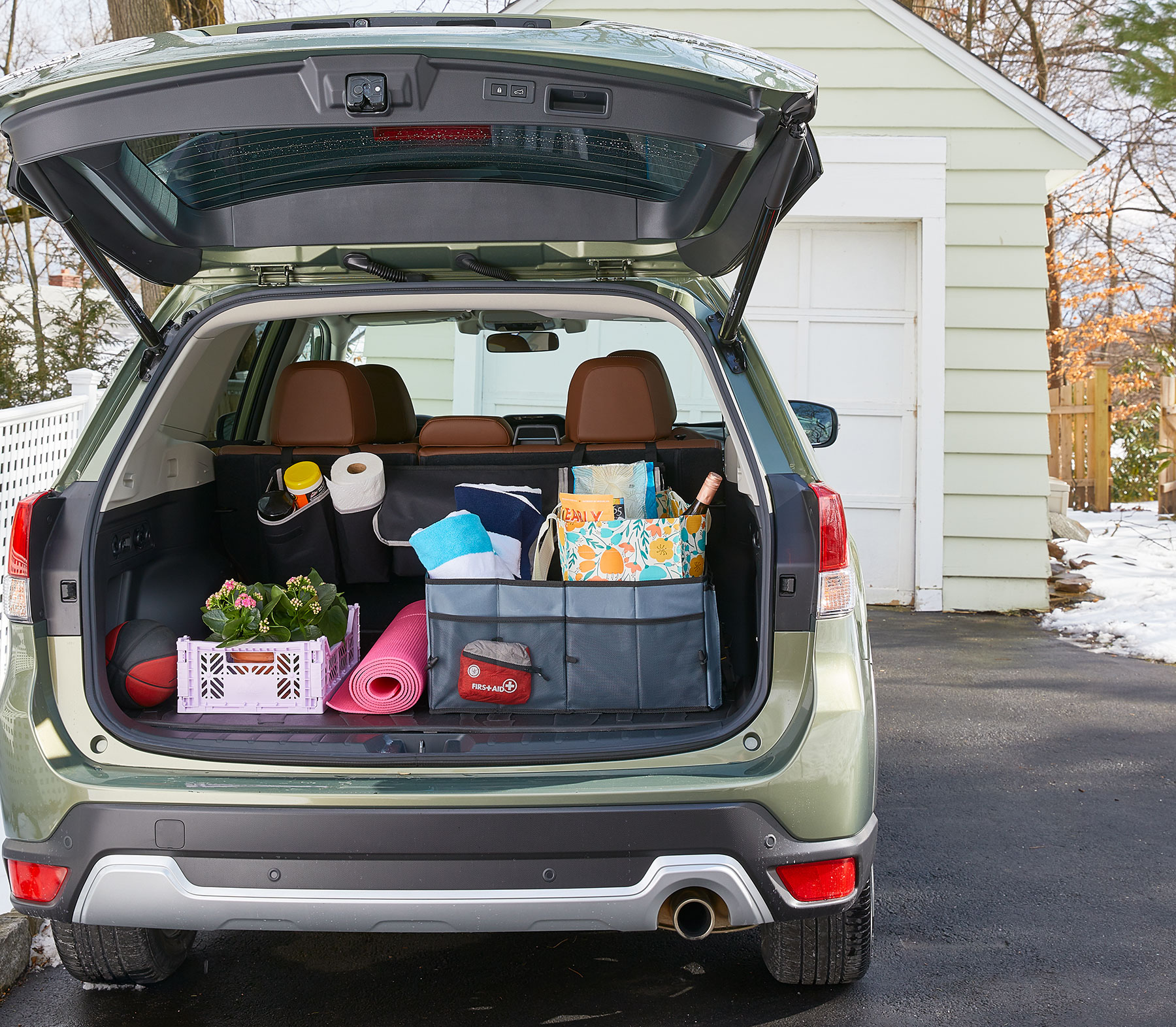 How to Organize a Car Trunk, car packed with organized