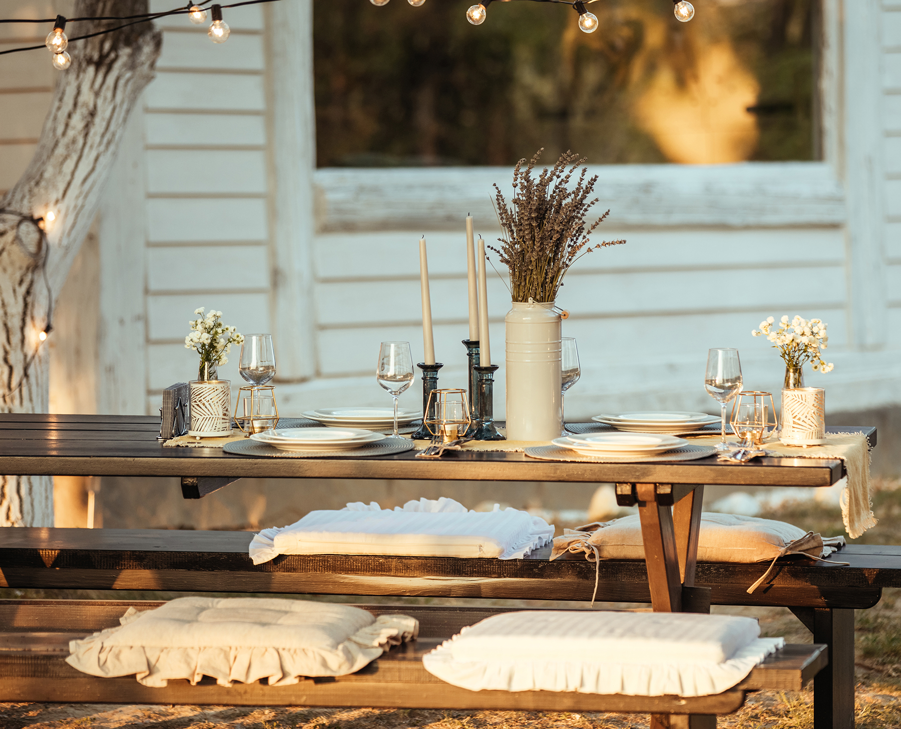 24 Outdoor Entertaining Tips That'll Save You Tons of Time