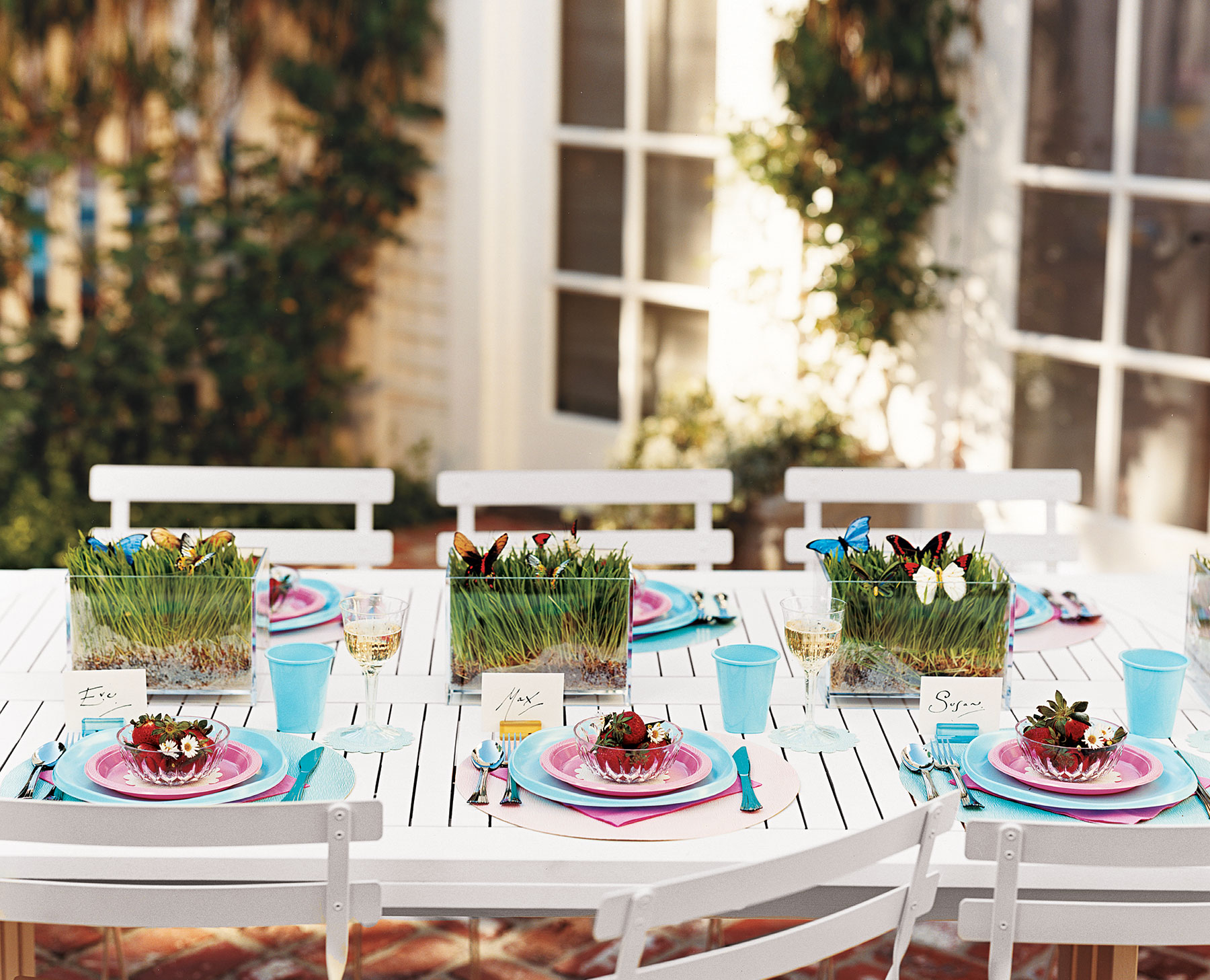 Summer outdoor dining table with all-plastic setup