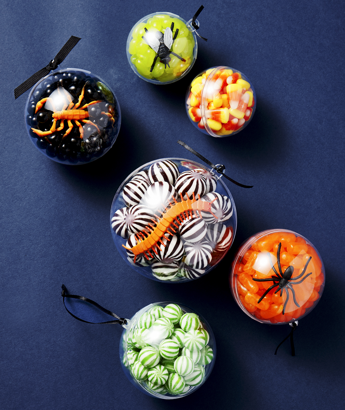 DIY Halloween Decorations Made from Old Things