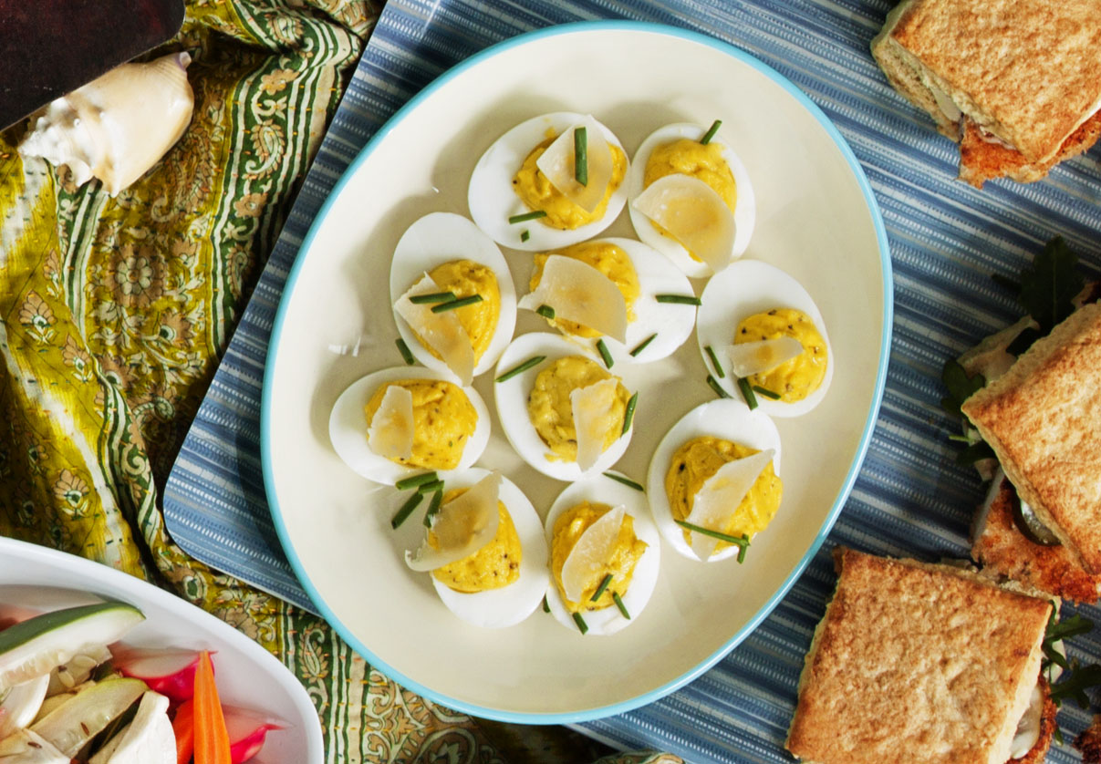 cacio-pepe-deviled-eggs