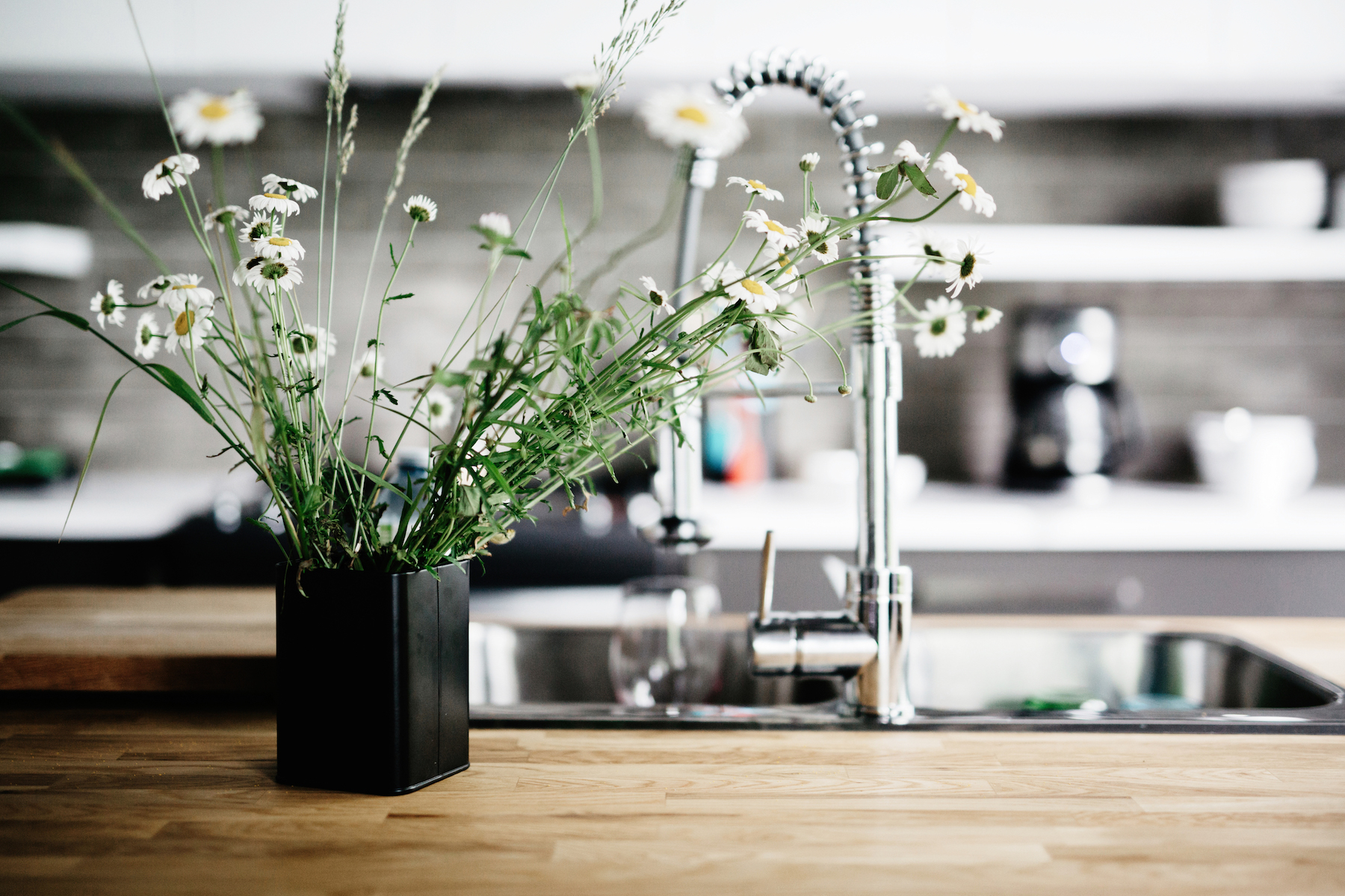 How to Deodorize Your Home, flowers in kitchen