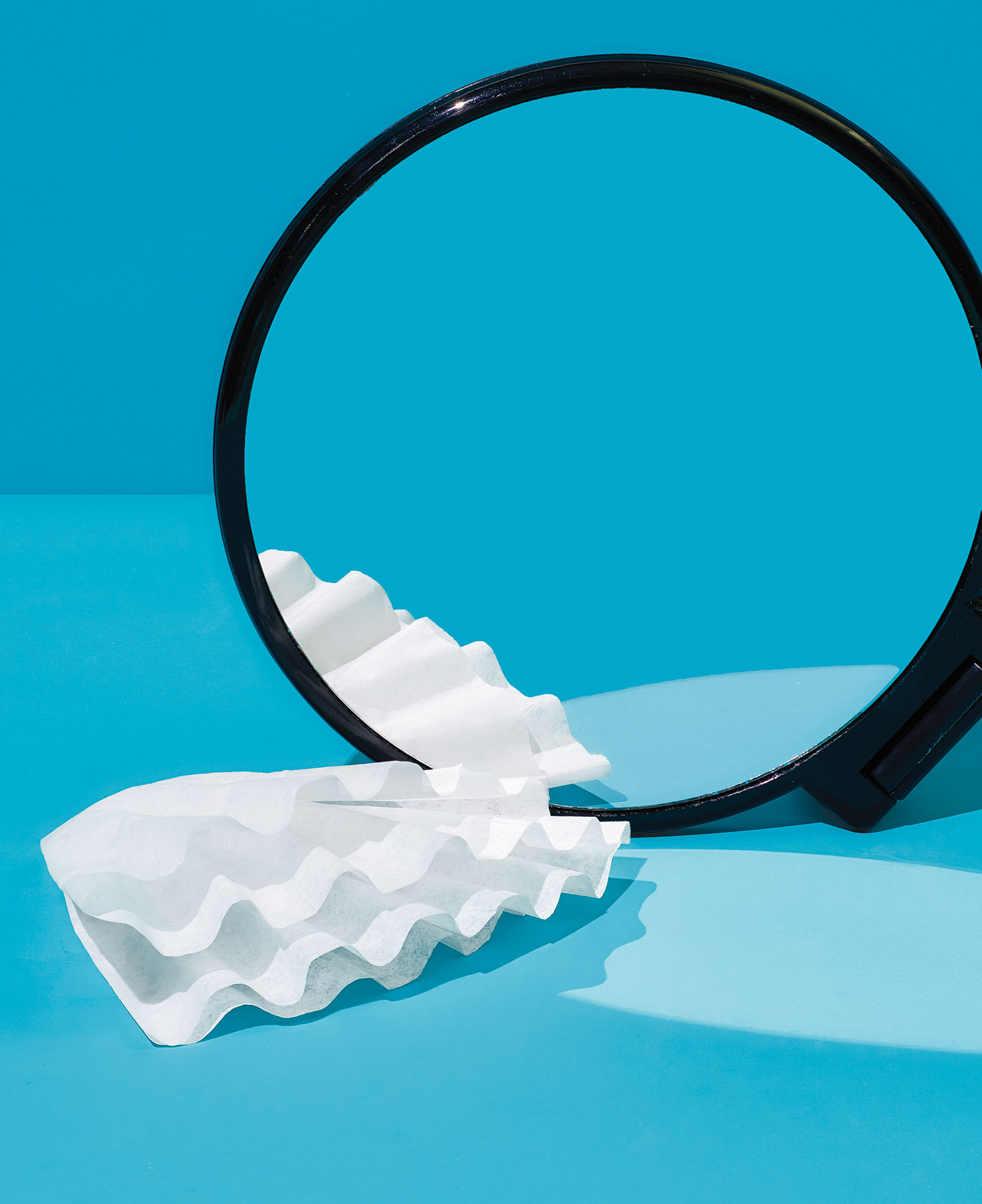 Coffee filter as mirror cleaner (0518NEW)