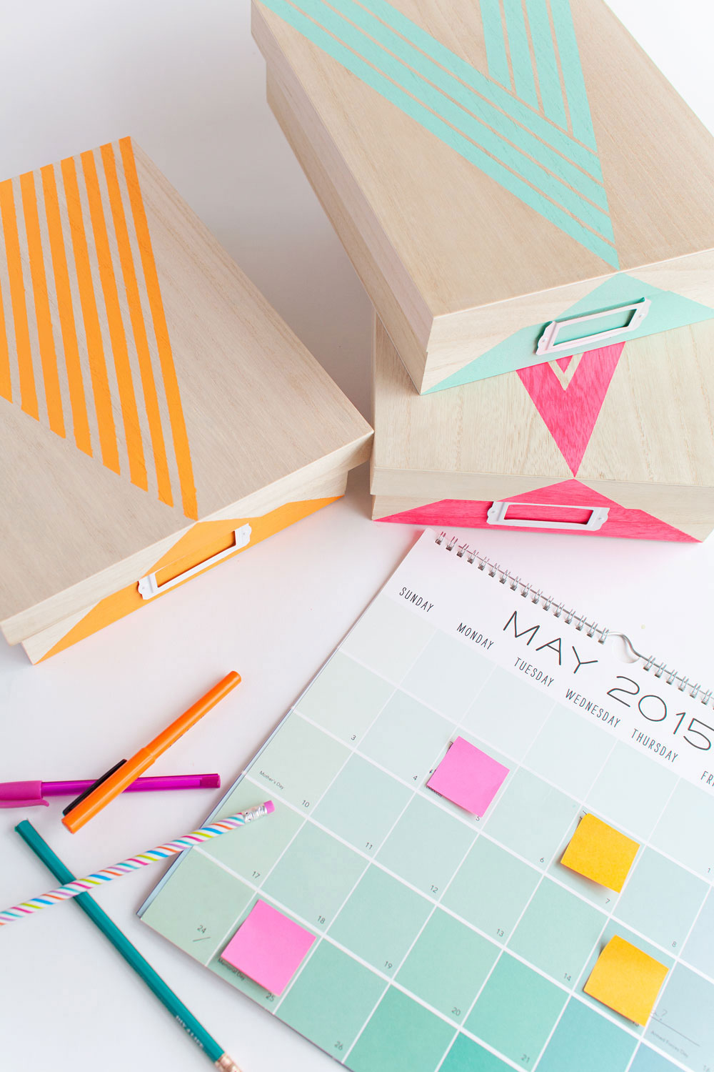 9 clever diy ways to organize your desk real simple - How to organize your desk at home for school ...
