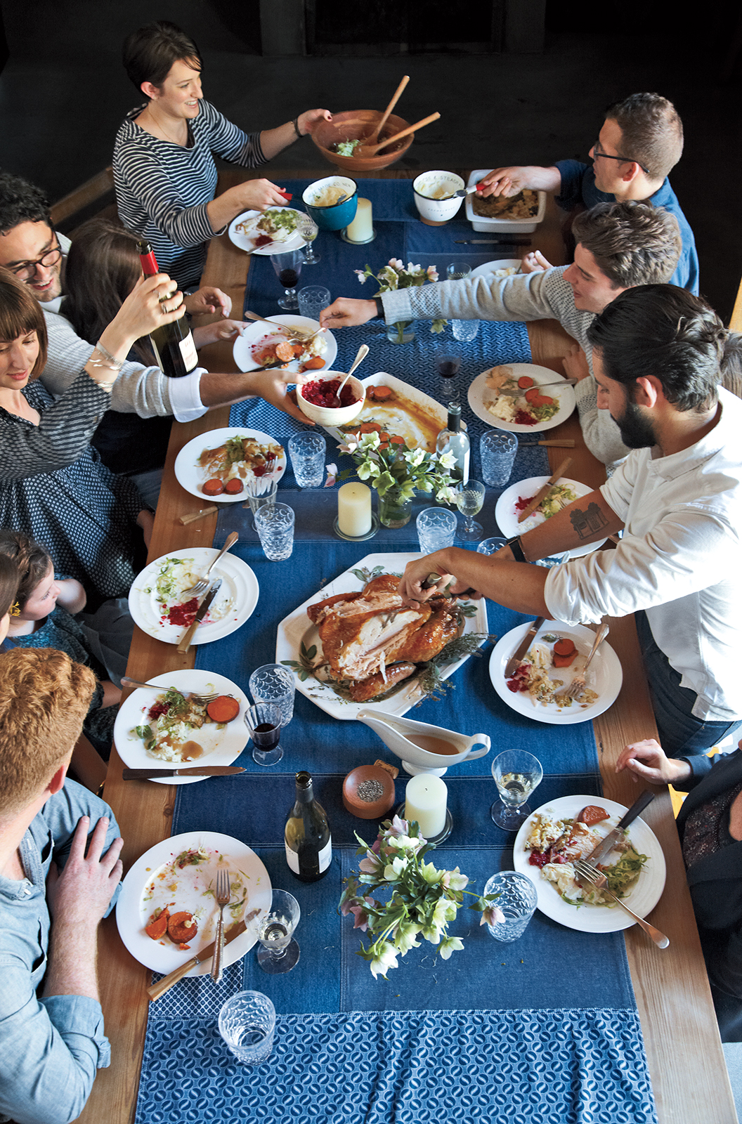 people-eating-around-a-thanksgiving-table