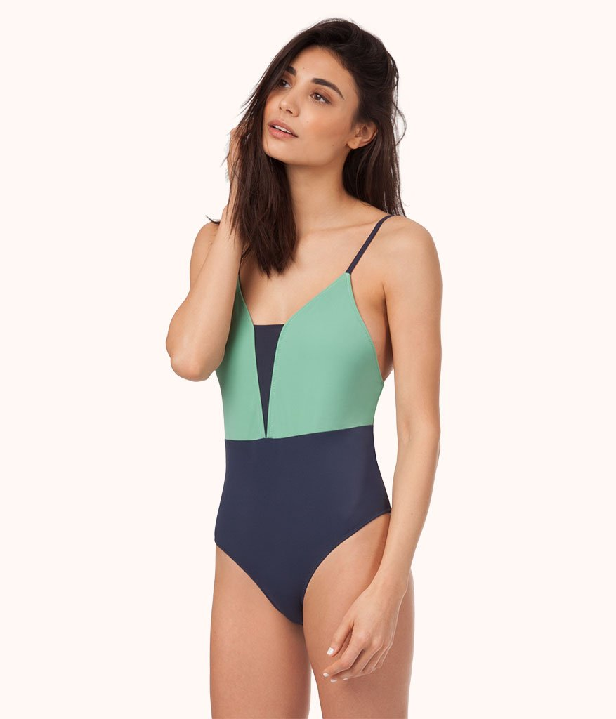 Lively The V One Piece