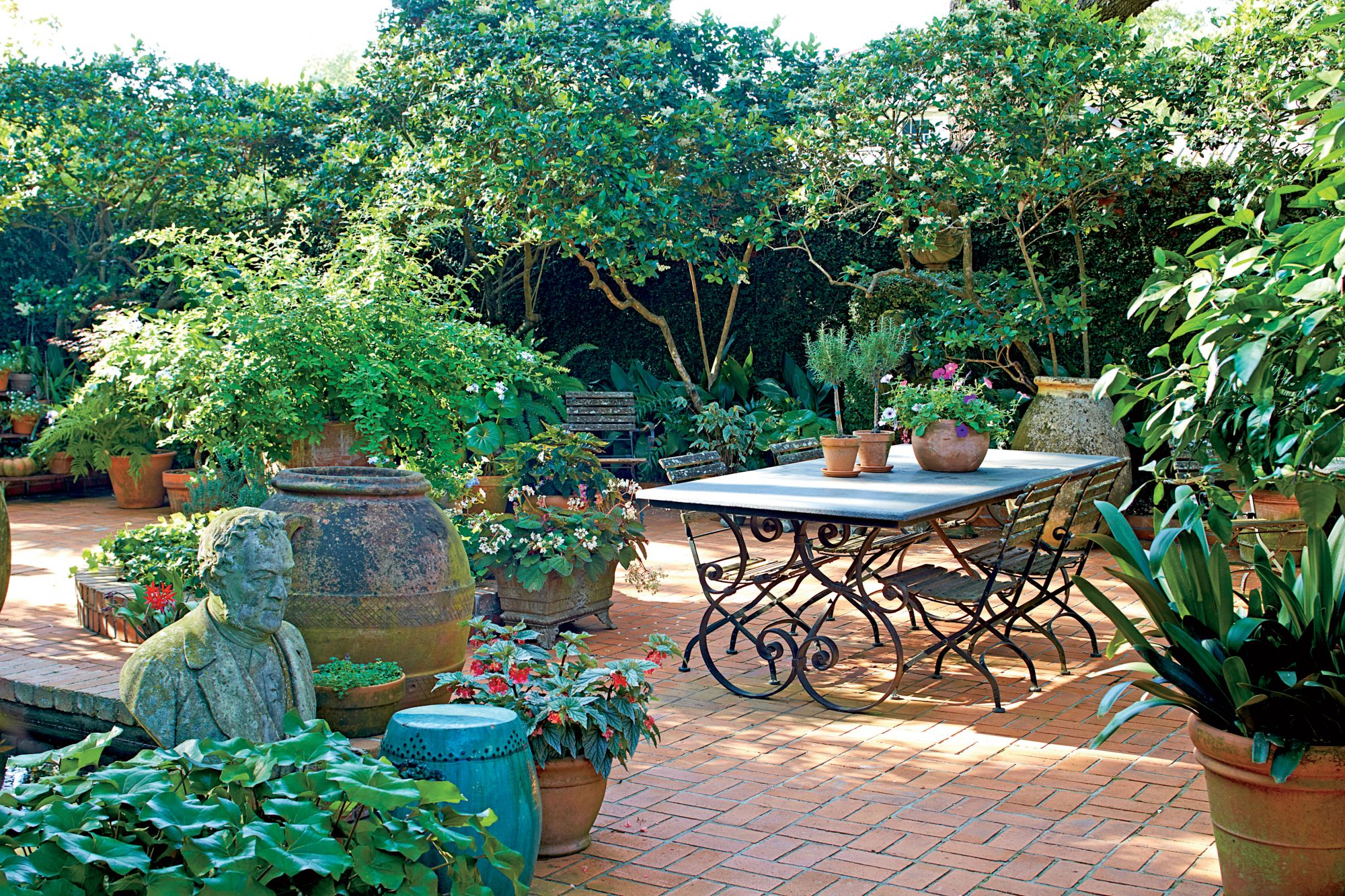 French backyard gardens - 7 Backyard Makeover Tips If You Dream Of A French Court In New Orleans