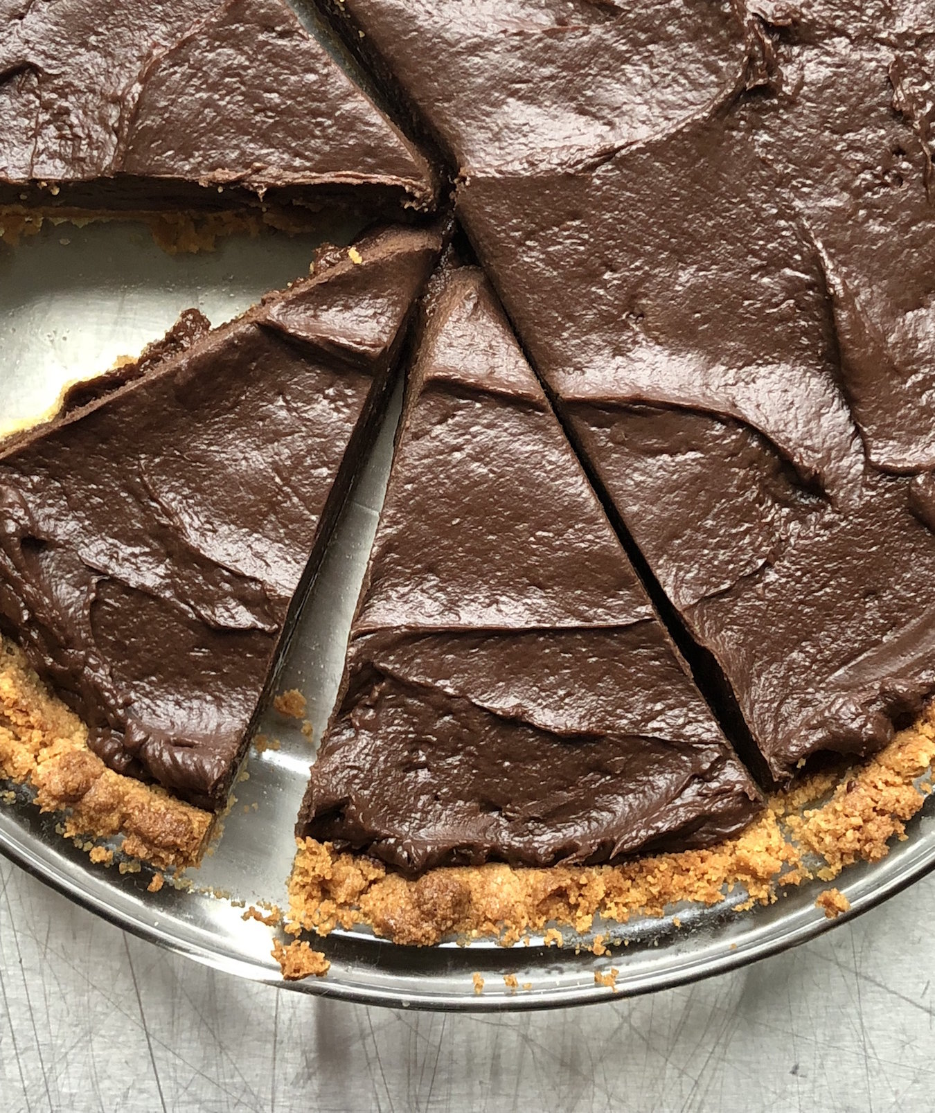 I'm About to Break the Internet With This Chocolatey Girl Scout Cookie Pie