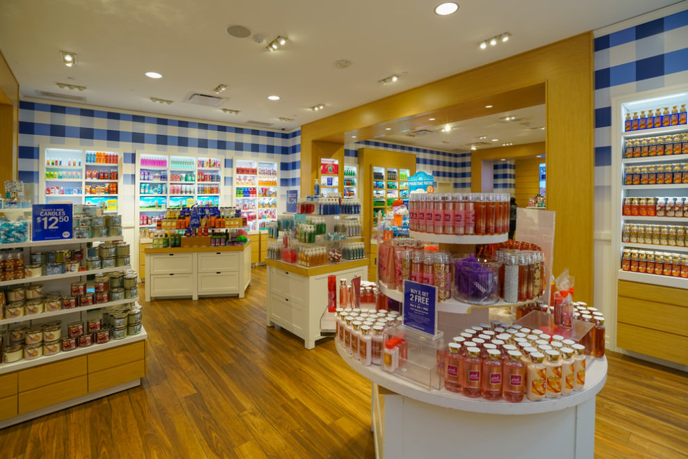 Bath and Body Works is bringing back your favorite '90s scent, so get ready to smell like your high school summers