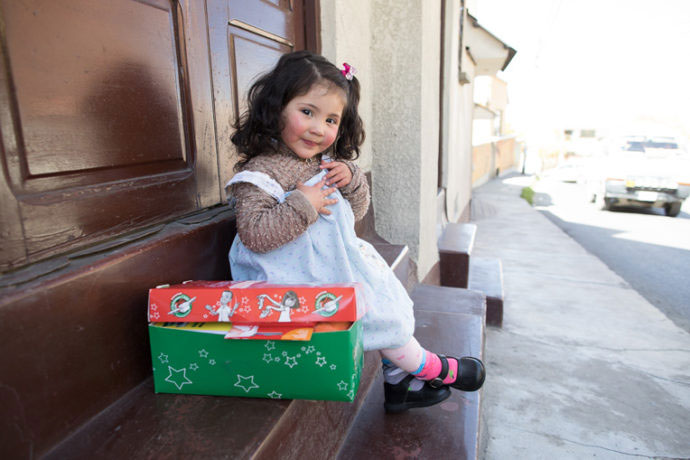 operation-christmas-child-little-girl