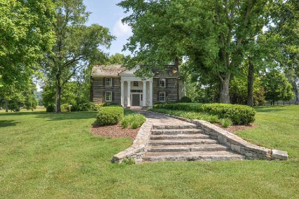 Alan jackson is selling his georgia lake house for 6 4 for Selling a log home