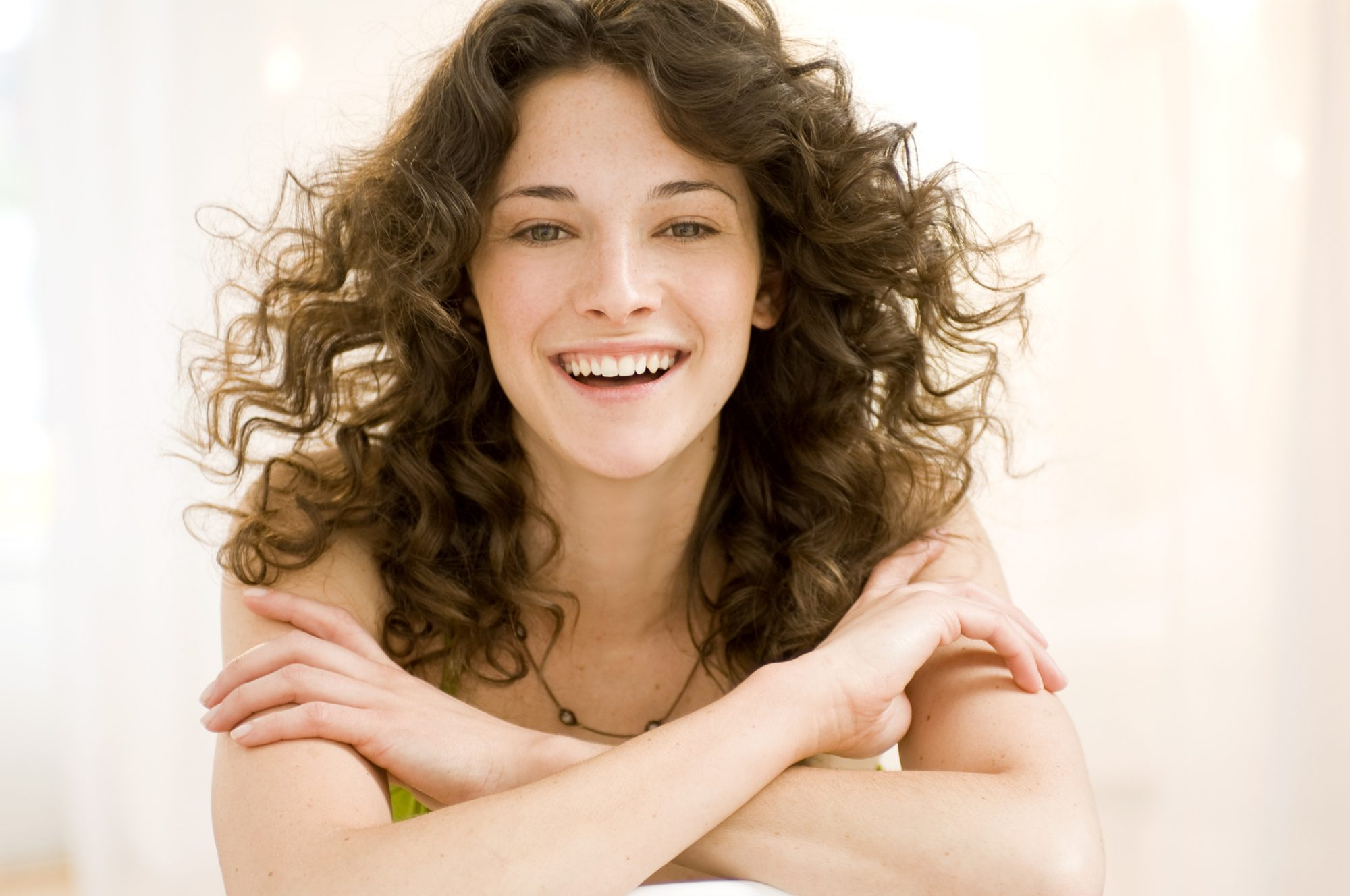 How to Use Dry Shampoo on Curly Hair