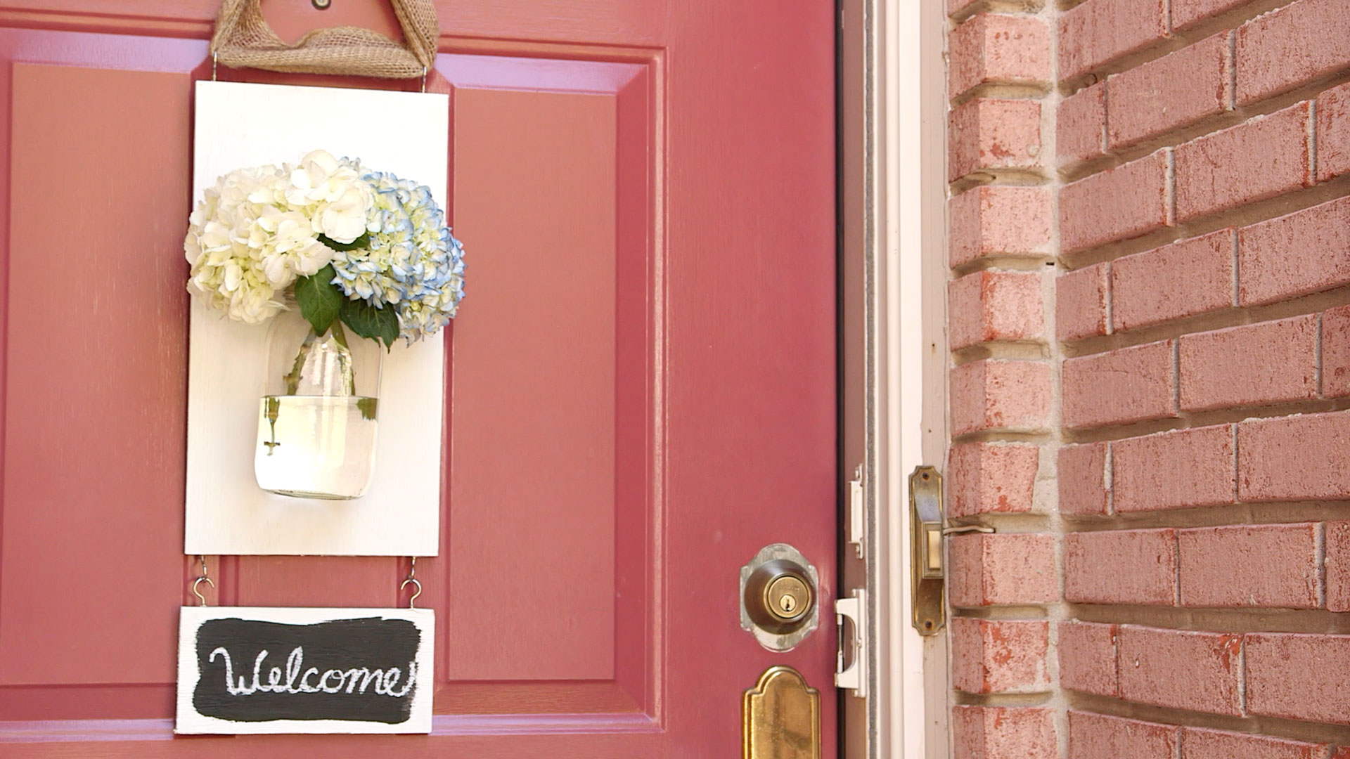 Welcome Guests with a Hanging Mason Jar Flower Vase
