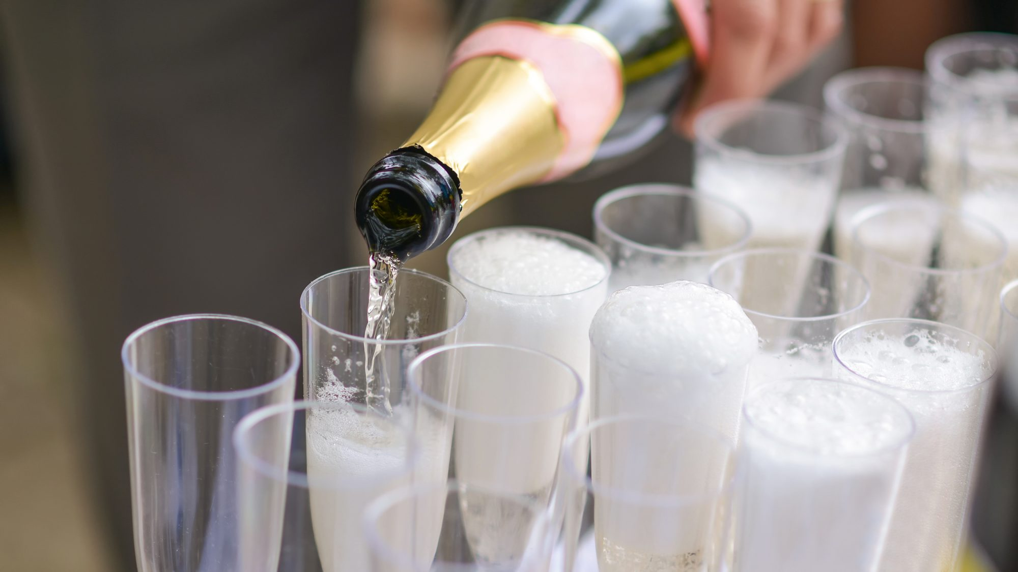 How to Keep Champagne Fizzy