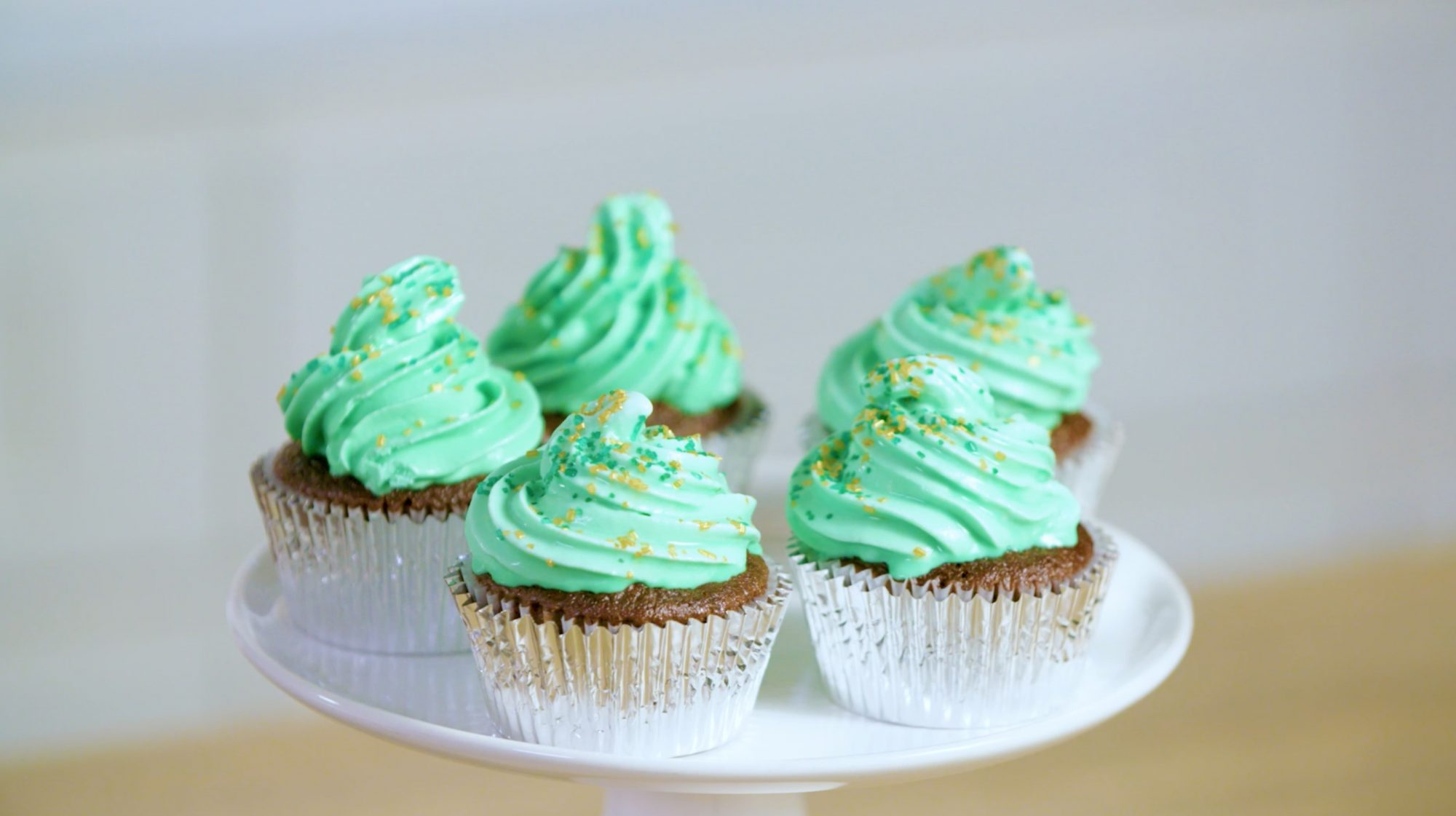 You May Never Use Regular Frosting Again After You Learn This Cupcake Hack