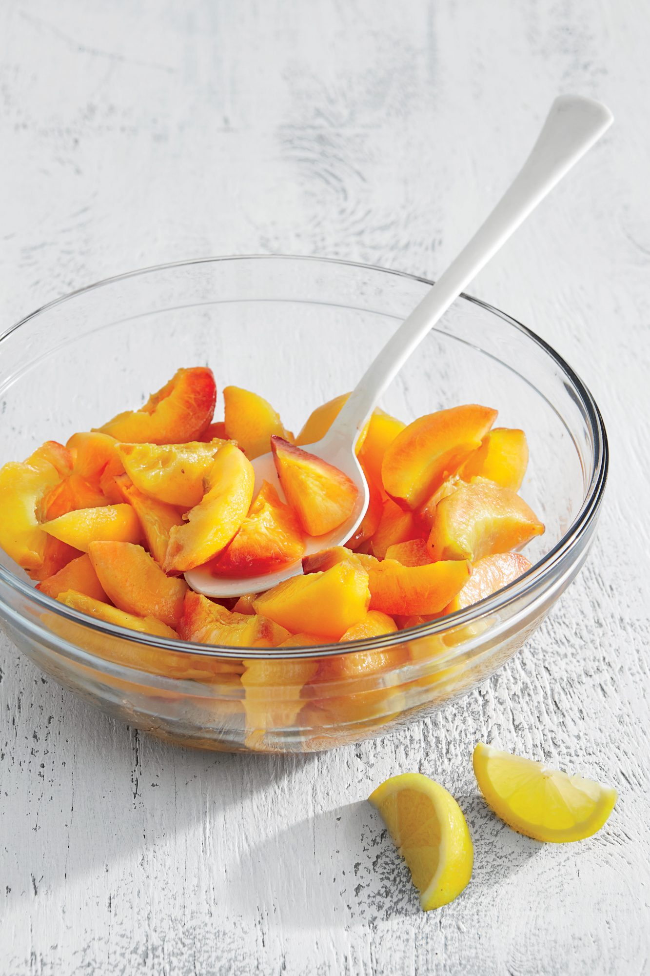 Peel and Slice Peaches for Freezing