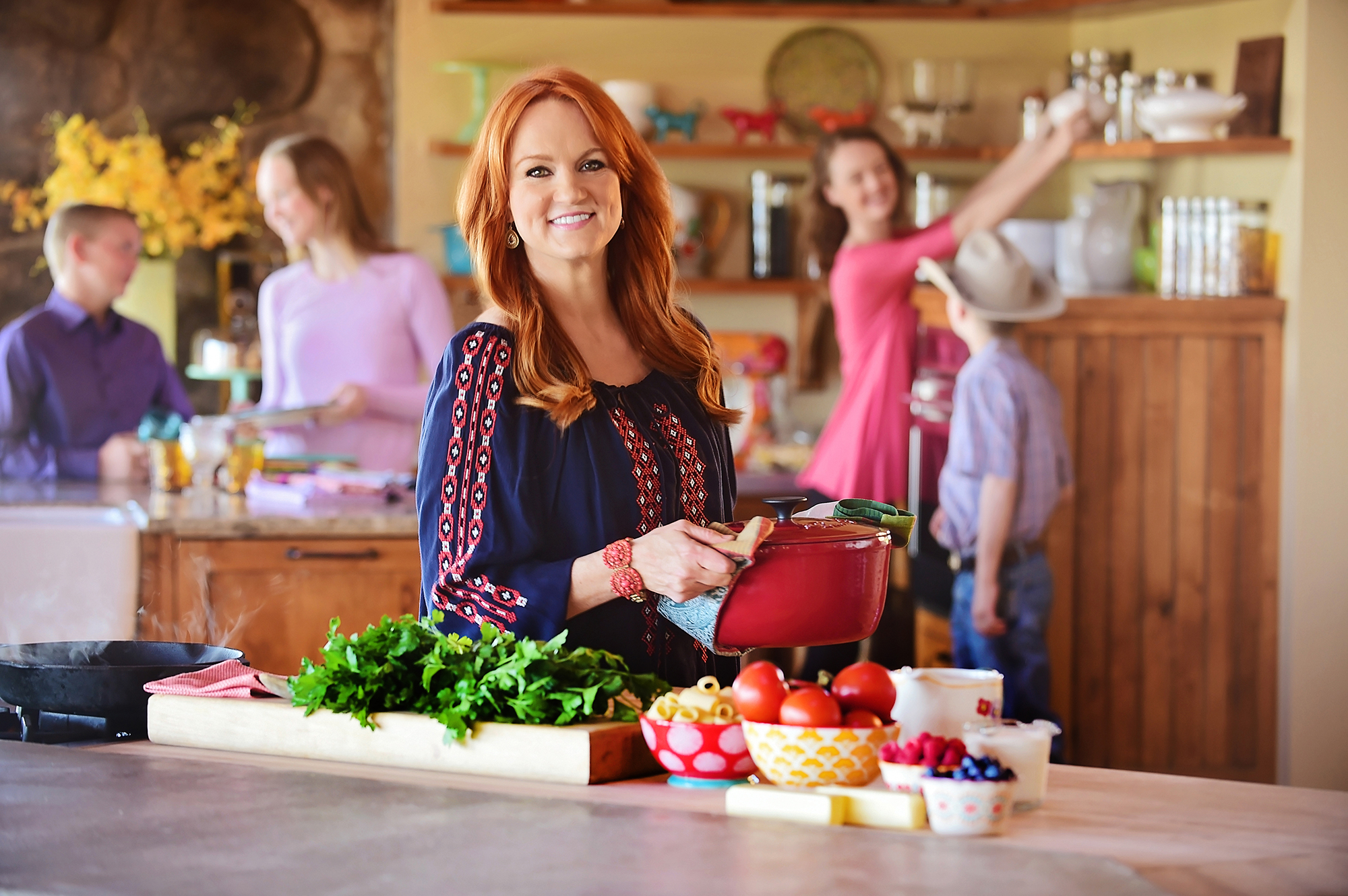 See Pioneer Woman Ree Drummond S Actual Home Kitchen