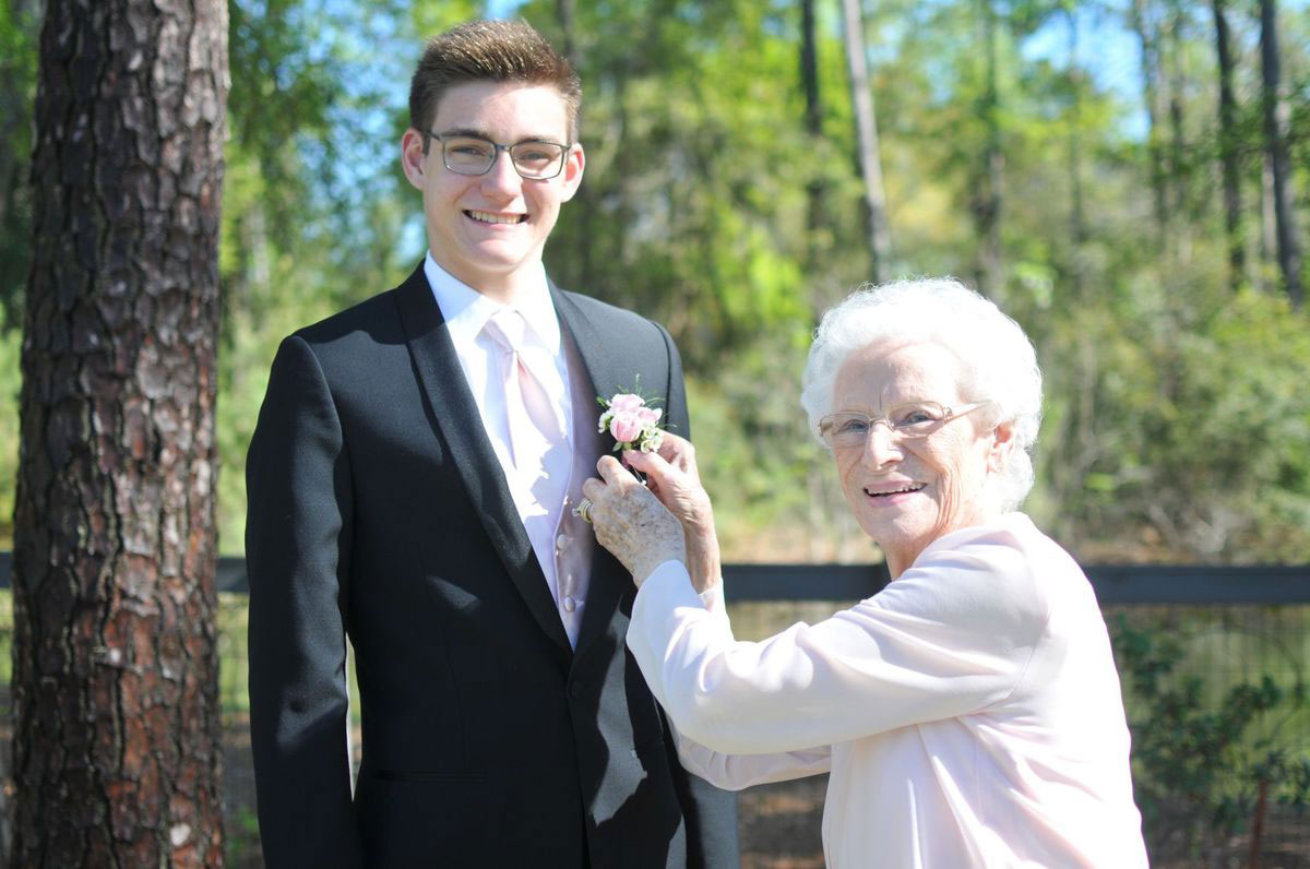 A High School Junior Took His 93-Year-Old Grandma To Prom