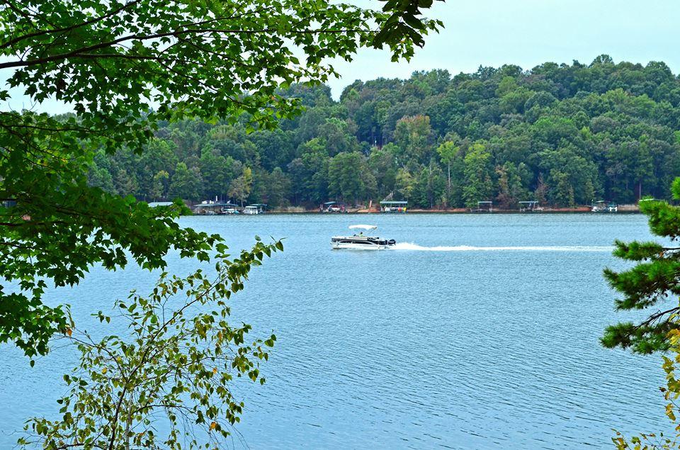 10 lakes that prove southerners know where to head when it for Lake hartwell fishing hot spots