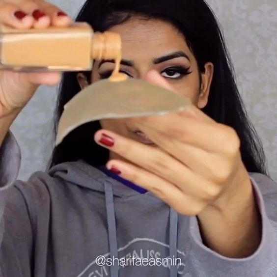 Using Strange Objects as Makeup Sponges