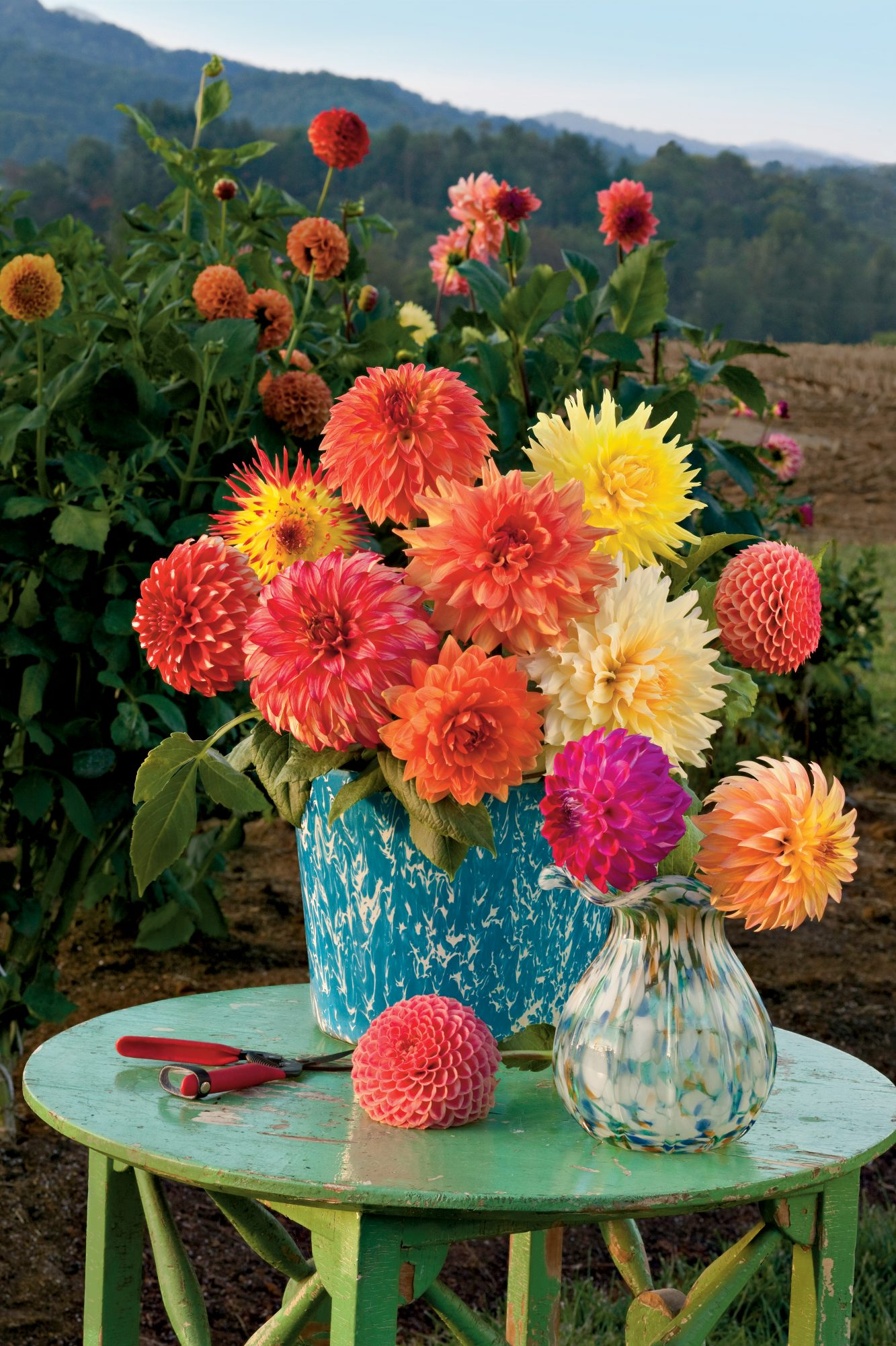 Dazzling dahlia flower arrangements southern living create your arrangement in a brightly colored vase that compliments your dahlia flower colors izmirmasajfo