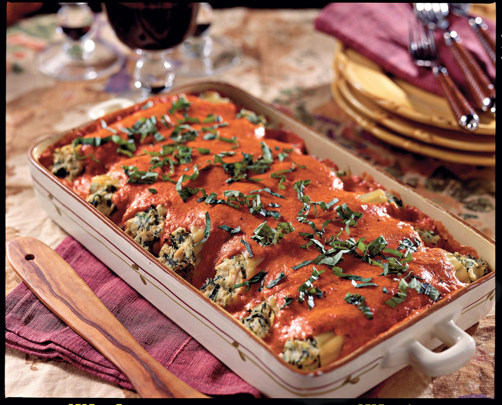 Easy Pasta Recipes: Chicken Cannelloni with Roasted Red Bell Pepper Sauce