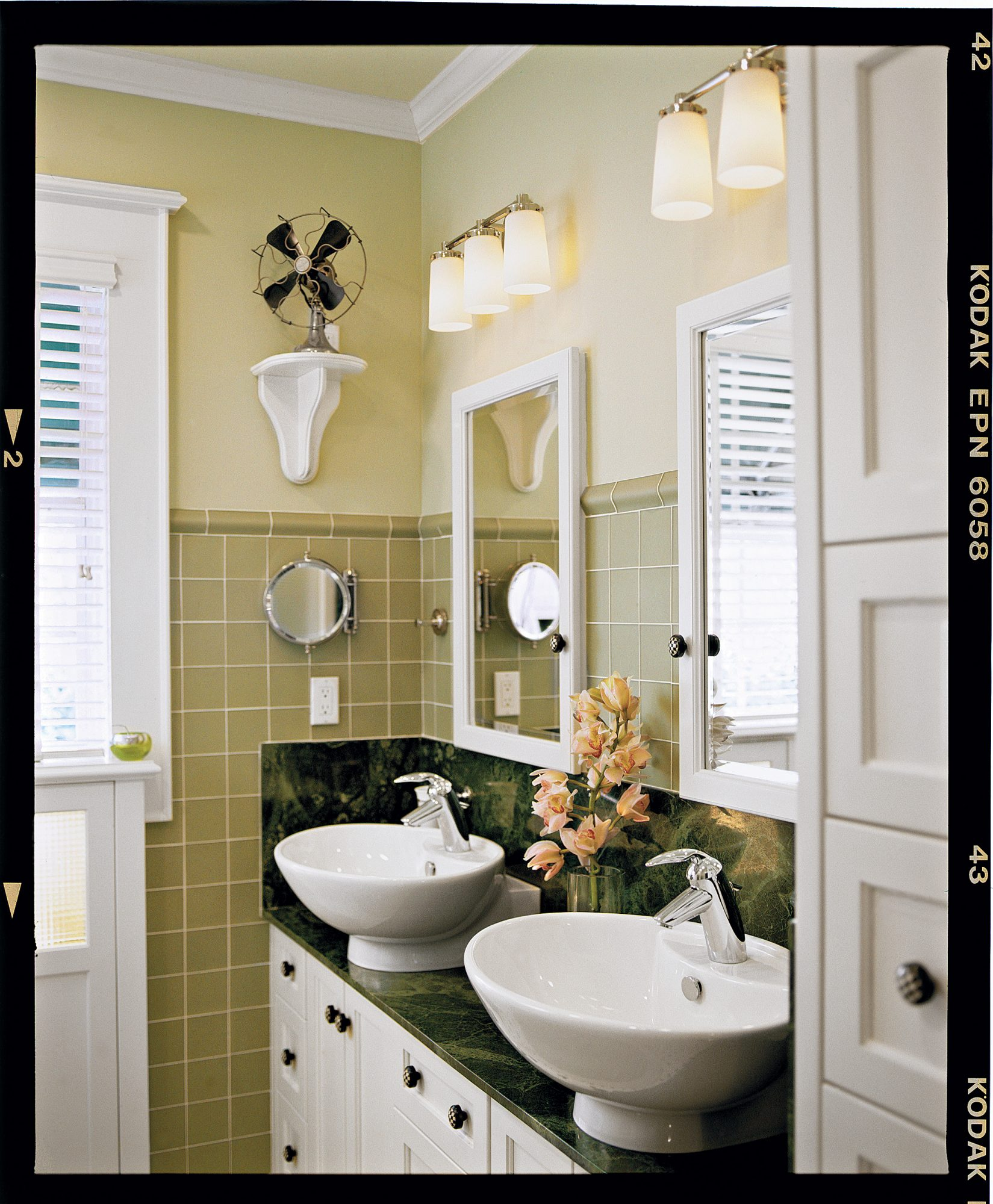 5 space saving ideas for small baths southern living for Southern bathroom ideas
