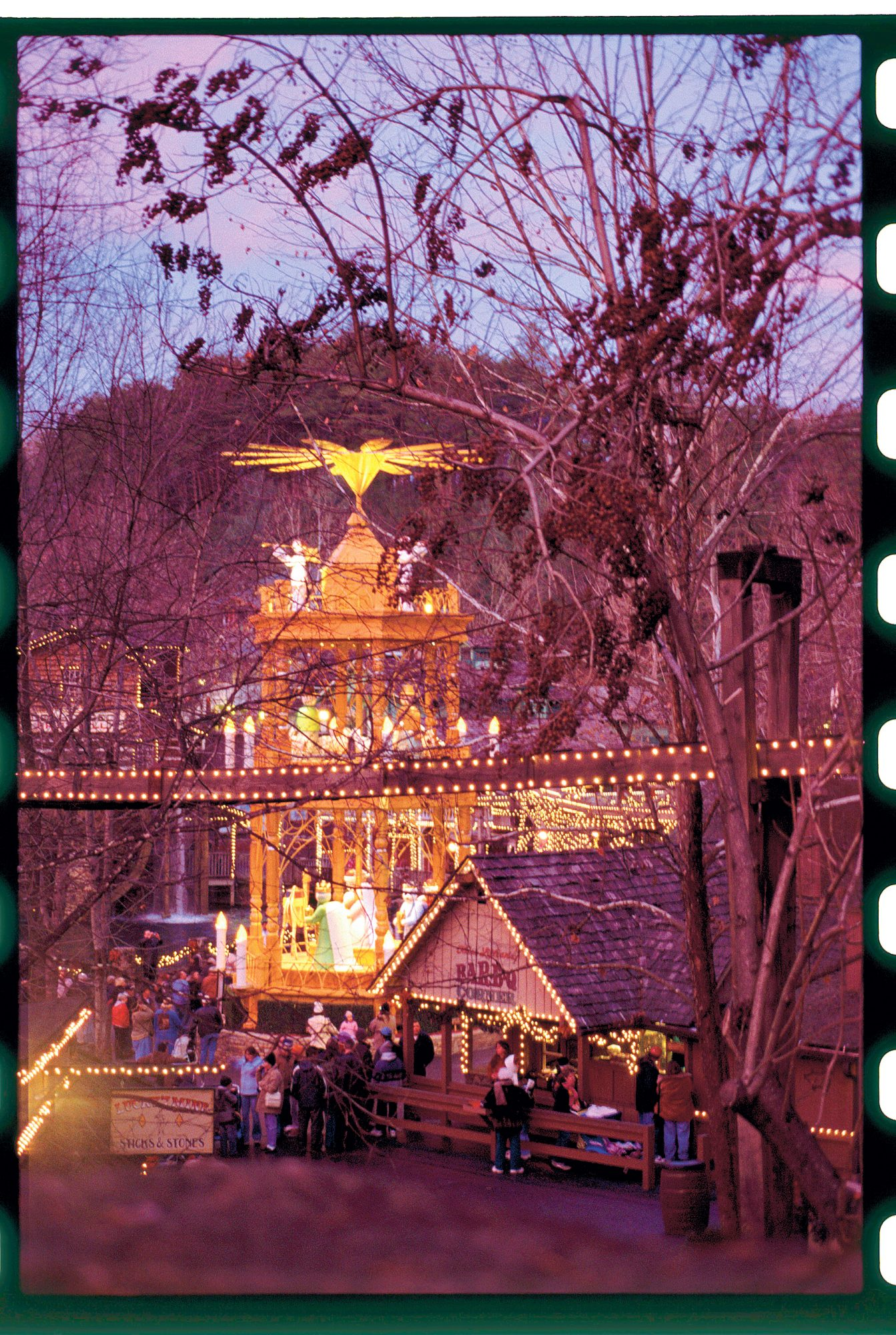 """[INFO """"OT - Celebrate in the Smokies""""]Get a Taste of Christmas at Dollywood"""
