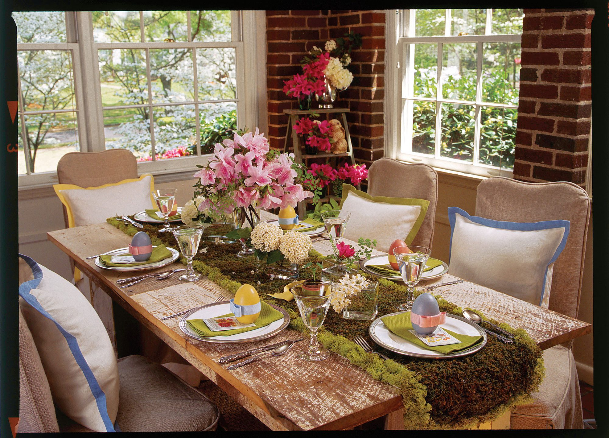 Spring table settings and centerpieces southern living Simple table setting for lunch