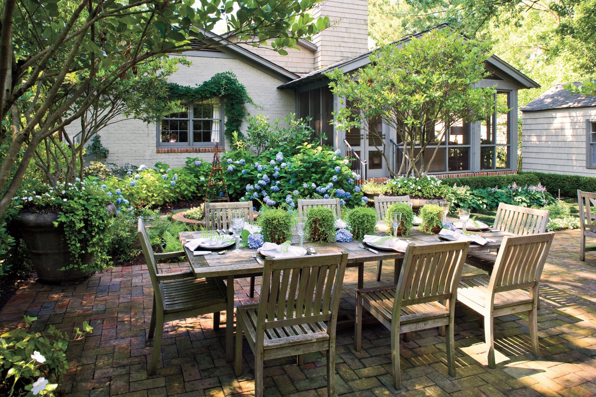 - Entertaining Outdoor Spaces - Southern Living