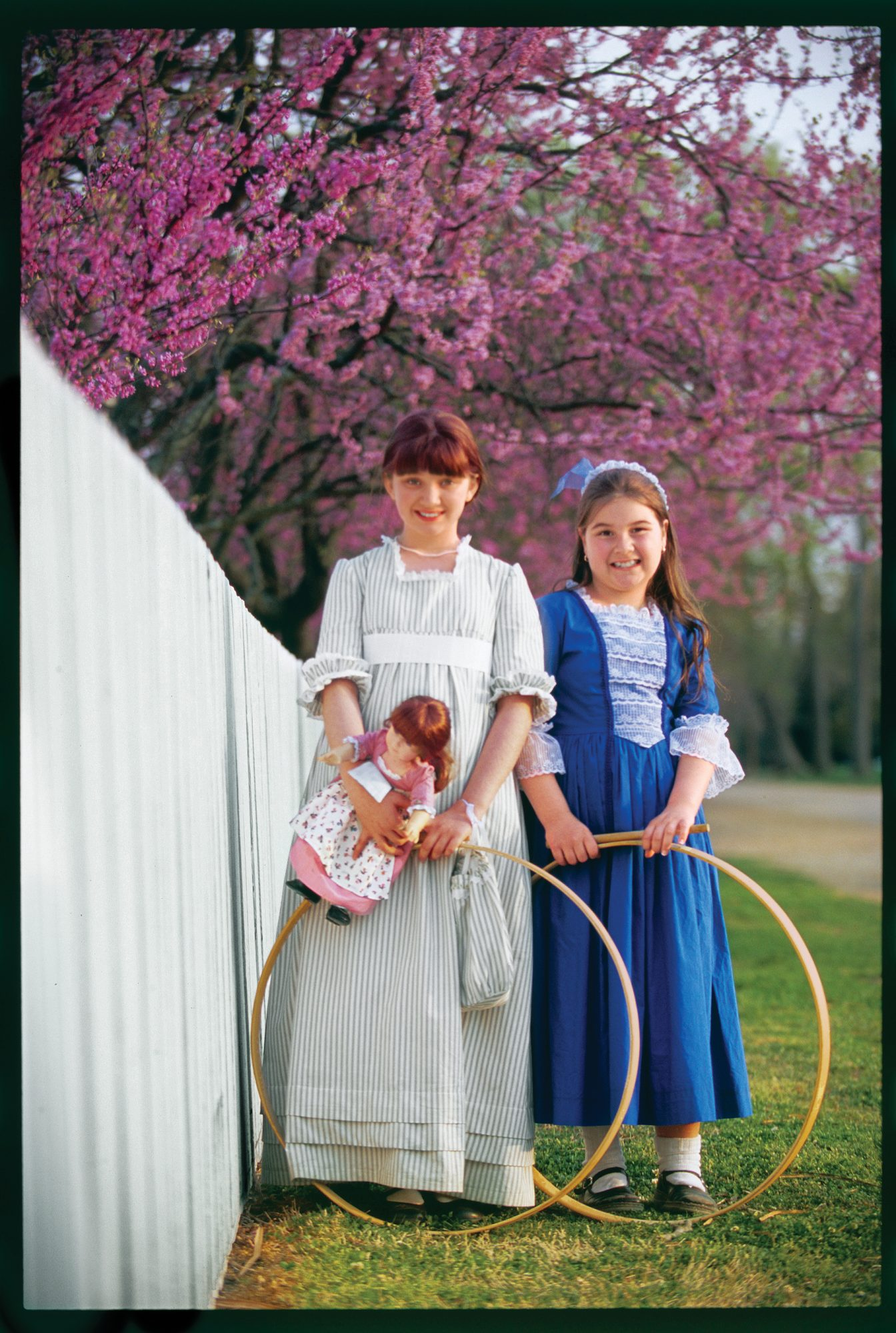 kids in colonial costumes at colonial williamsburg virginia