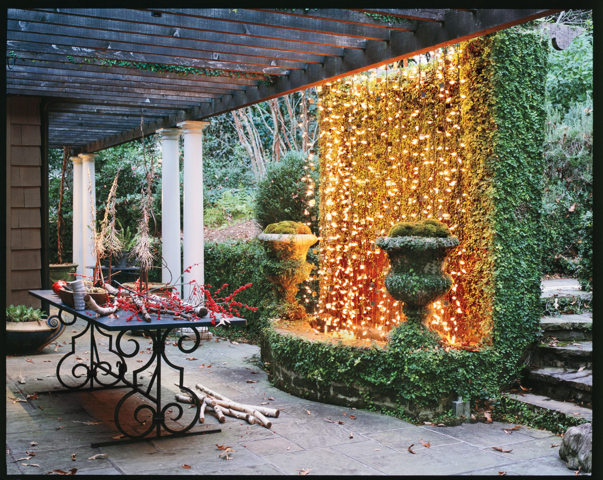 100 fresh christmas decorating ideas southern living for Holiday home garden design