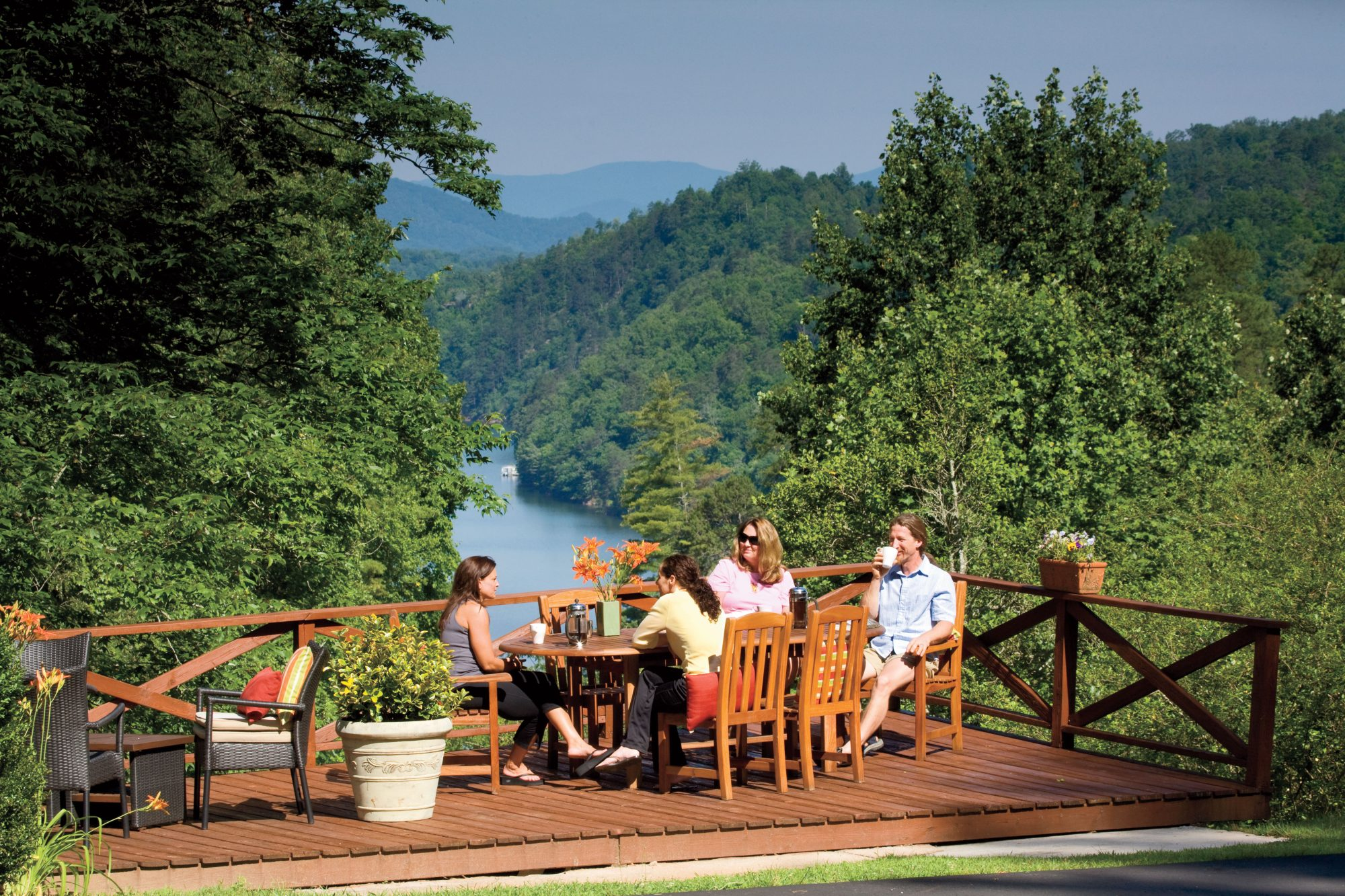 Smoky Mountain Vacation Hotel: Lakeview at Fontana
