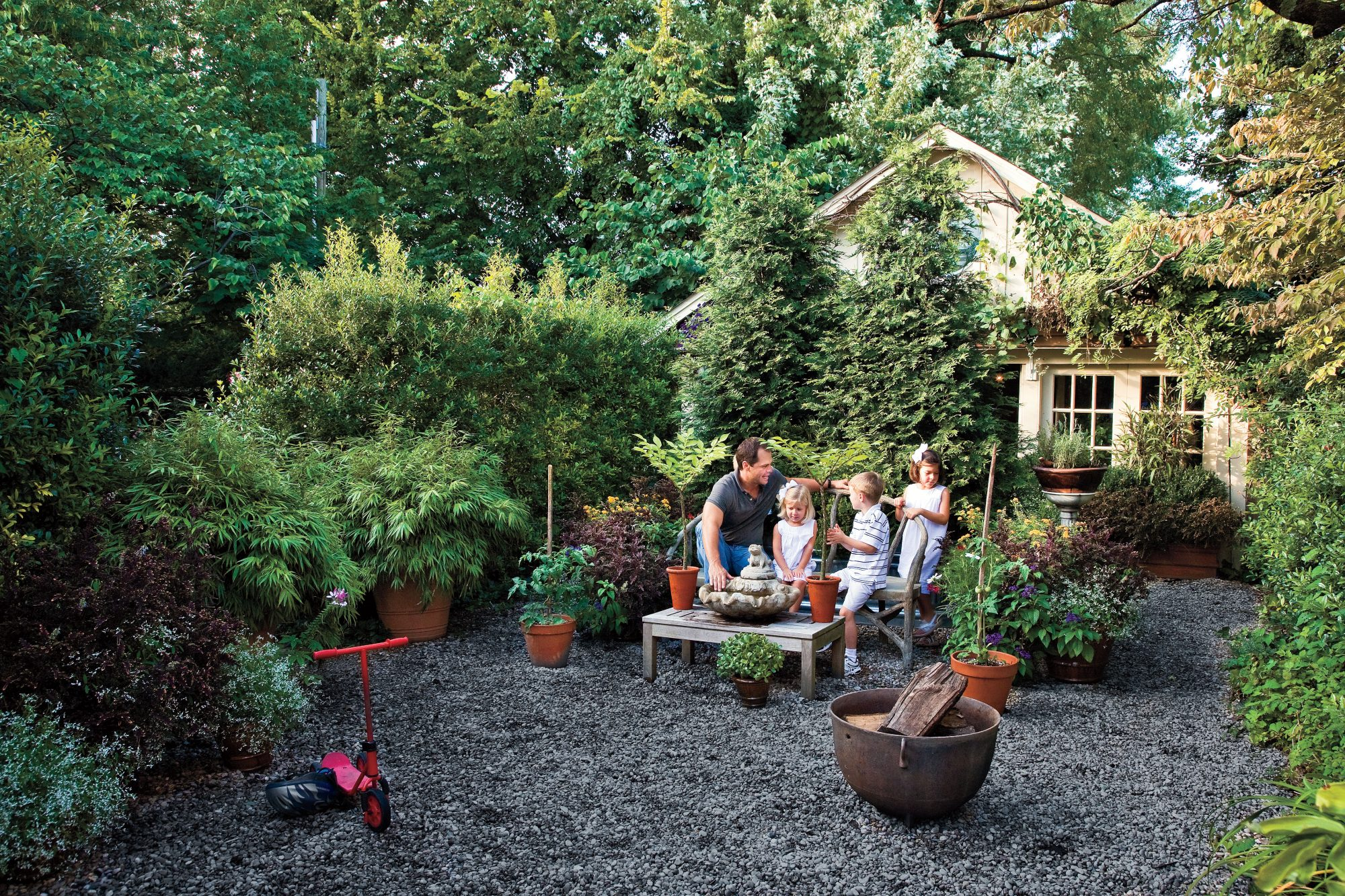 Graveled Courtyard. Budget Friendly Backyard Landscaping: Graveled Courtyard