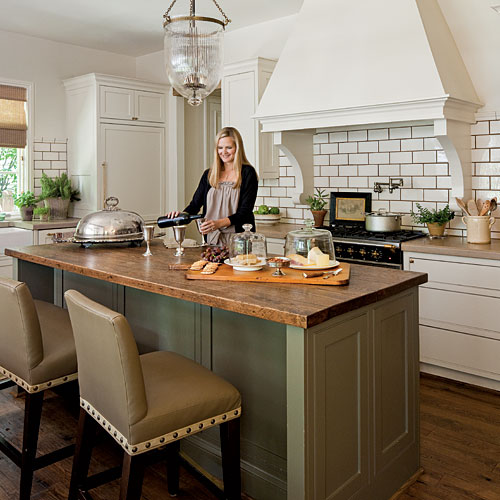 The gathering room kitchen southern living for Southern style kitchen ideas