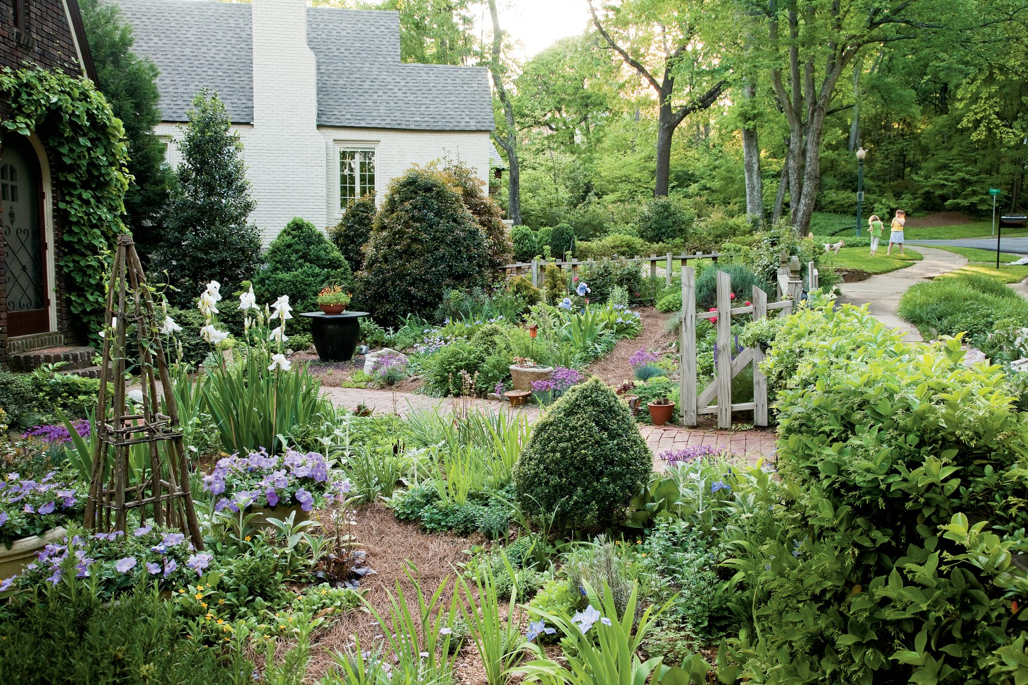 Cozy Cottage Garden