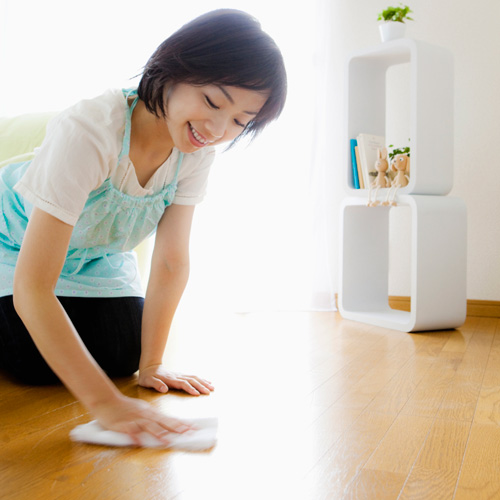 Silence Squeaky Floors with Talcum