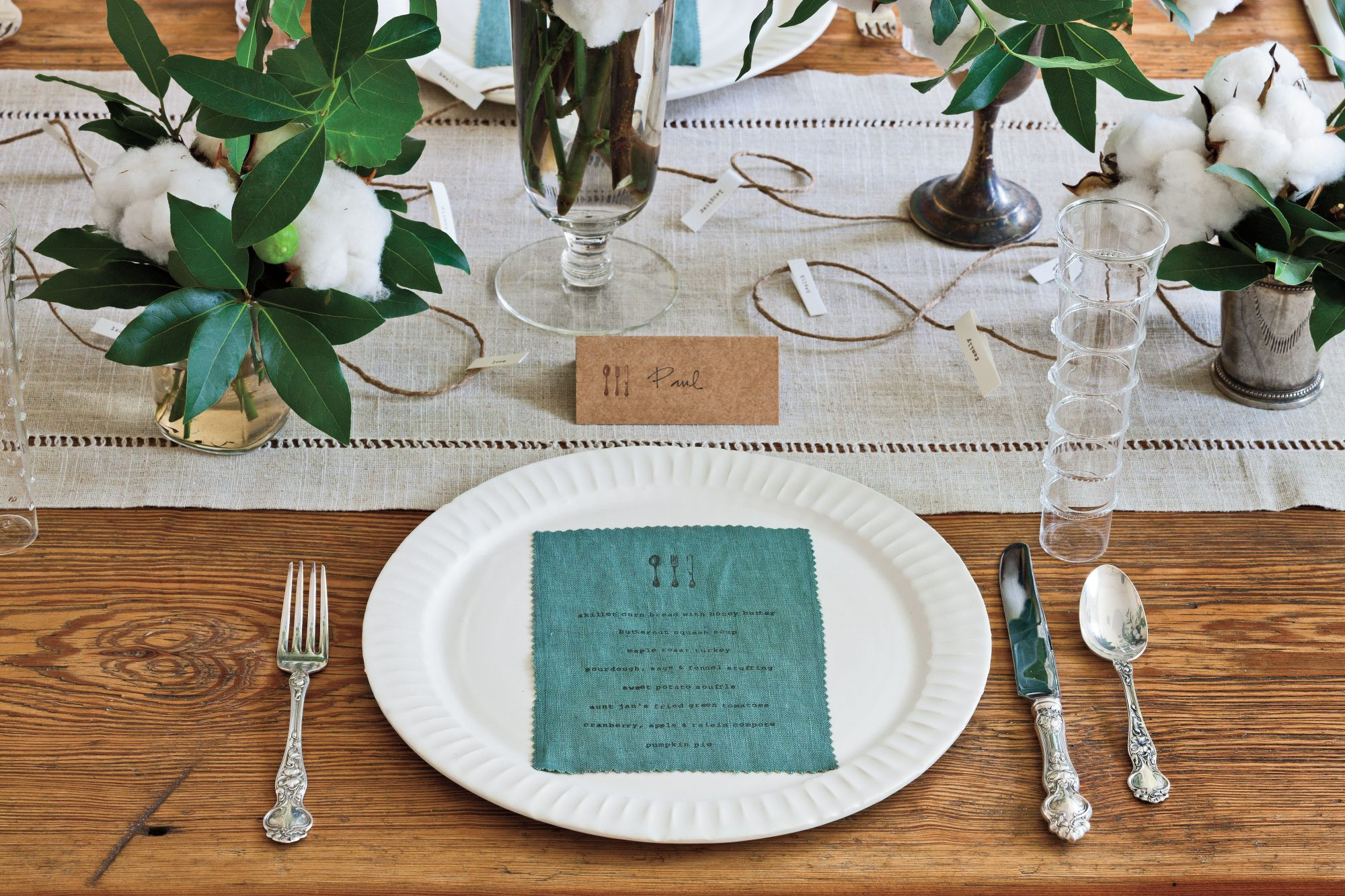 Mix Modern and Traditional Thanksgiving Table