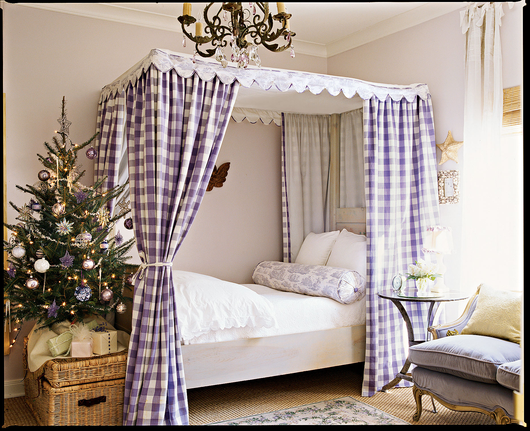 Playful Holiday Kid's Room