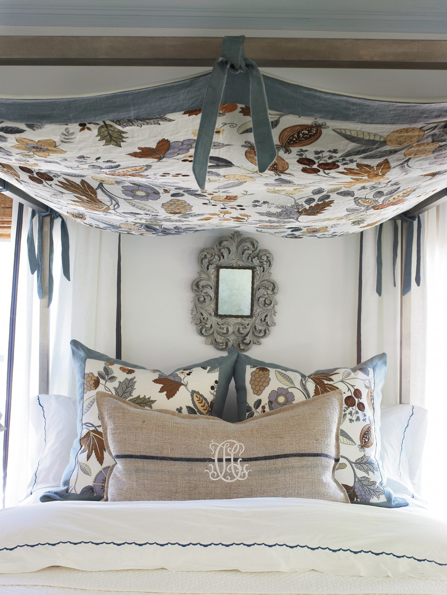 Superb Affordable Decorating Ideas: Stretch Your Fabric Idea