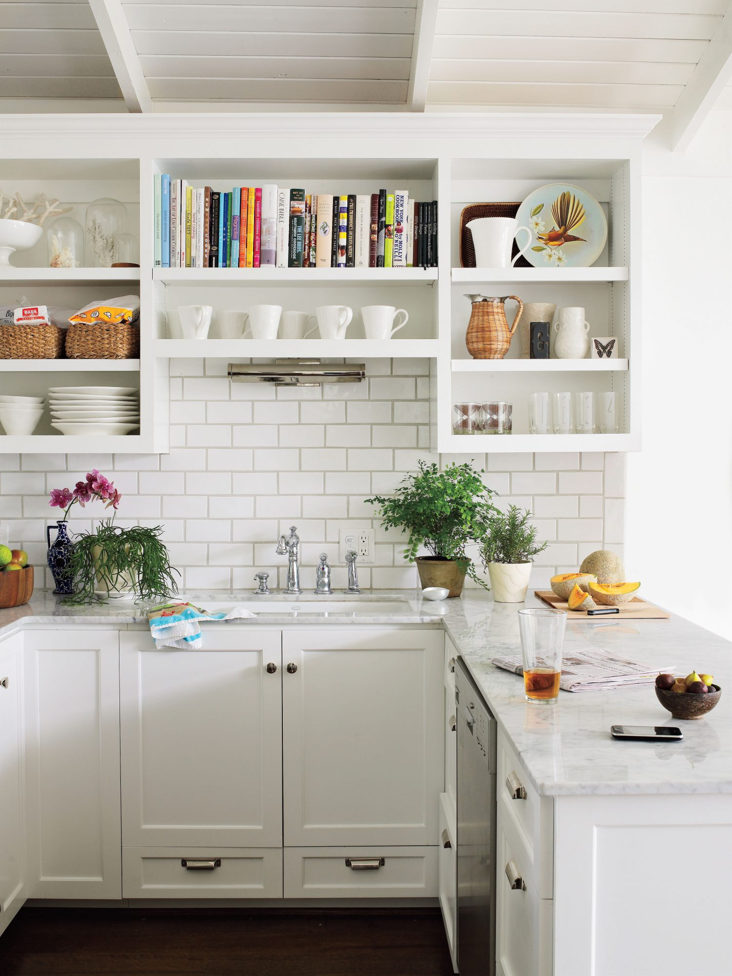 Crisp, Clean Kitchen Cabinets