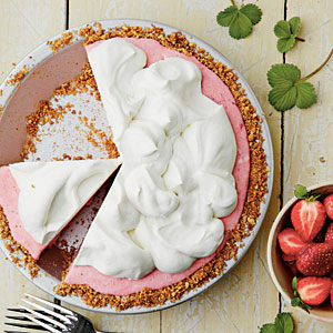 strawberry-pretzel-icebox-pie-sl-x.jpg