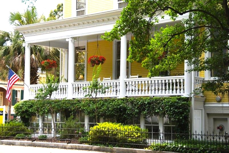 savannah-georgia-forsyth-park-inn-front-porch-travel.jpg