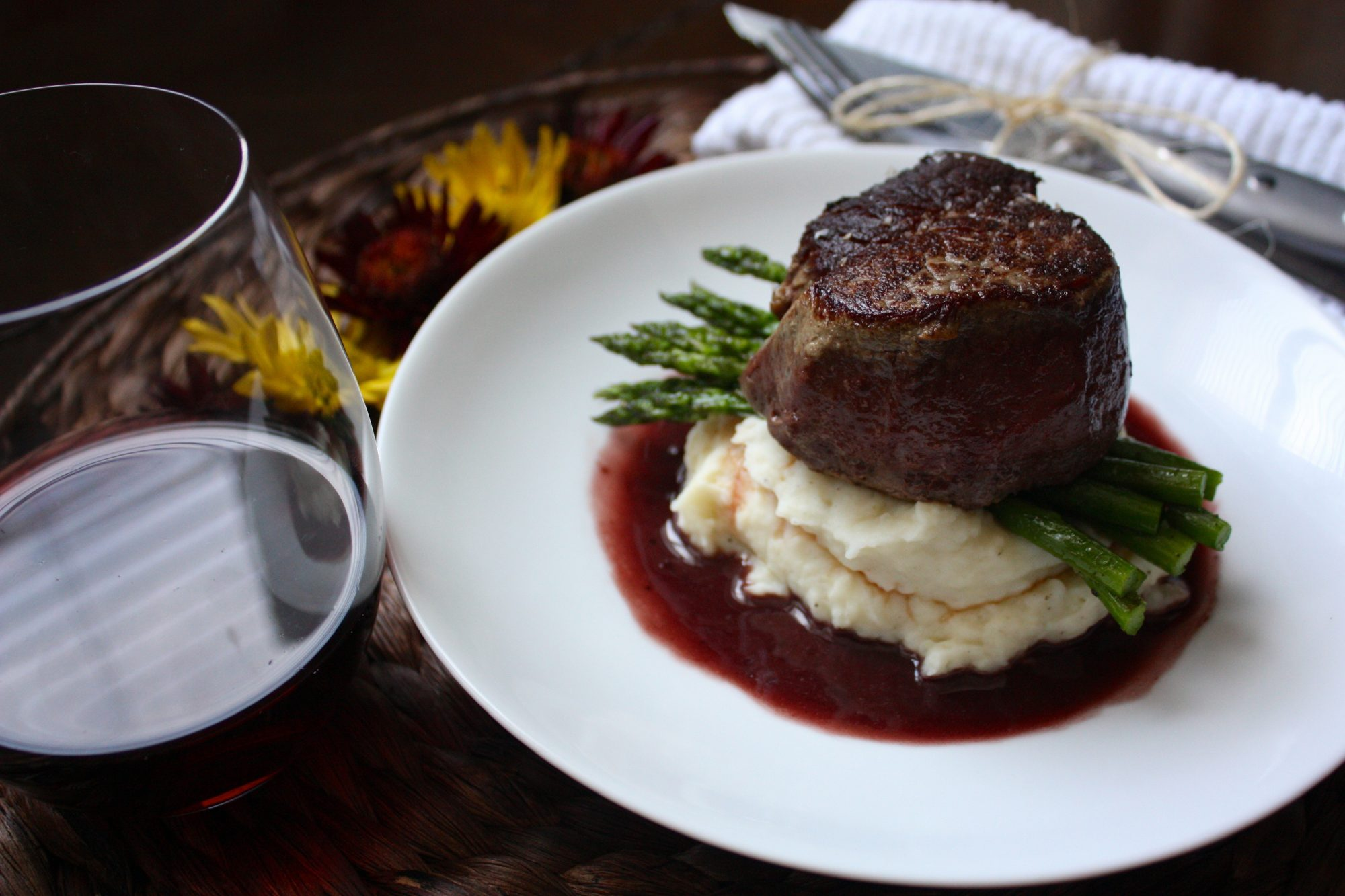 filet-of-beef-with-red-velvet-pan-sauce-roasted-asparagus-garlic-mashed-potatoes.jpg
