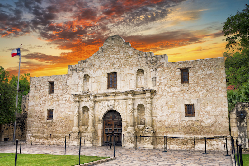 the-alamo-san-antonio-texas.jpeg